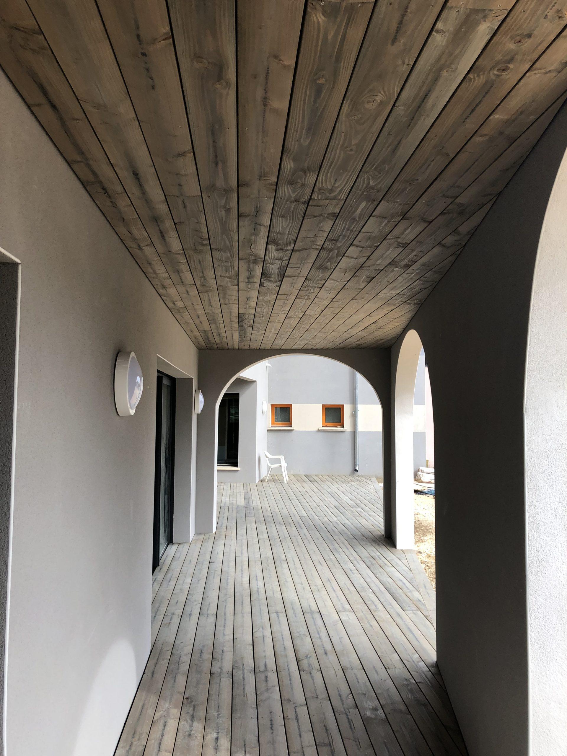 Terrasse et plafonds en bois en Douglas
