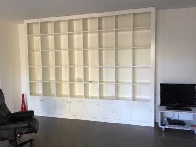 Bibliothèque en bois stratifié