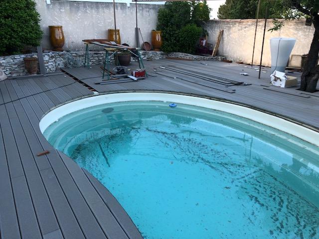 Terrasse de piscine en bois